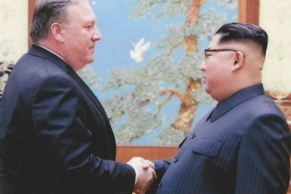 Secretario de Estado Mike Pompeo regresa de Corea del Norte con tres ciudadanos estadounidenses que retenía el régimen de Kim Jong-un