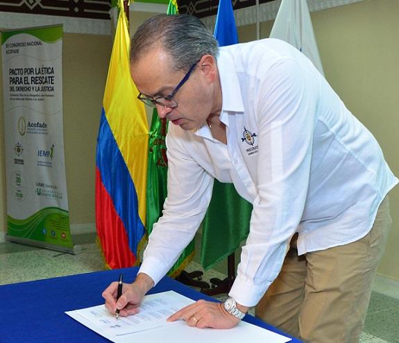 Procurador firma Pacto por la Ética para el rescate del Derecho y la Justicia, en Congreso Nacional ACOFADE, en la Universidad Simón Bolívar