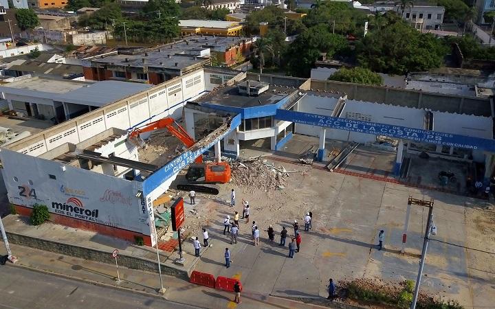 Inició la demolición de predios para ampliar la Plaza de la Paz en Barranquilla