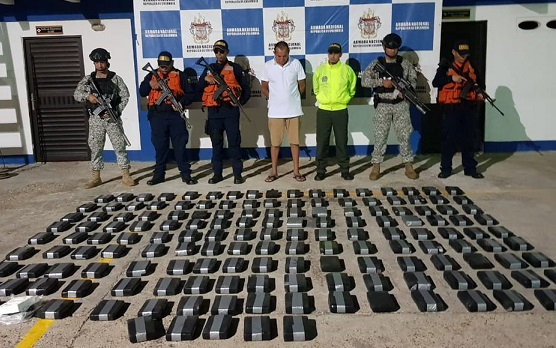 Cárcel para lanchero venezolano que transportaba cocaína en lancha de turismo