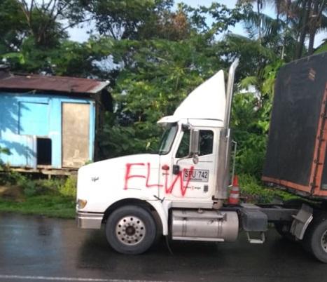 Terrorismo en la vía Loboguerrero Buenaventura, sector del alto de Zaragosa. Incineran y marcan varios vehículos