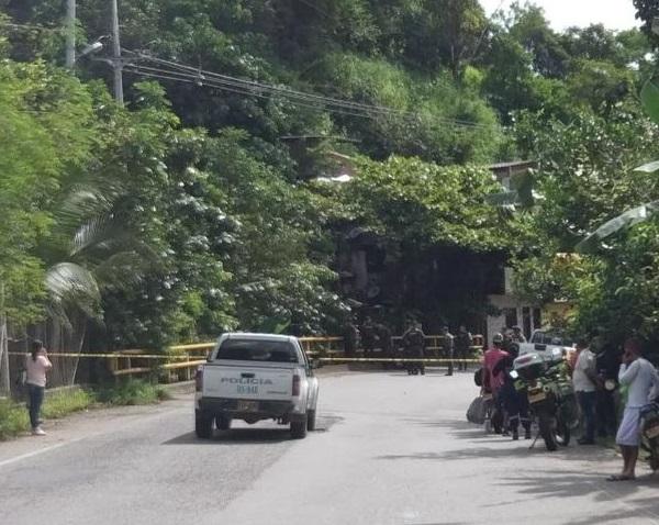 Terroristas asesinan al comandante y subcomandante de la estación de Policía de Puerto Valdivia, Antioquia. Un agente resultó gravemente herido