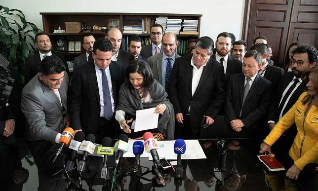 La Ministra TIC, Sylvia Constaín, radicó el proyecto de ley que busca modernizar el sector TIC