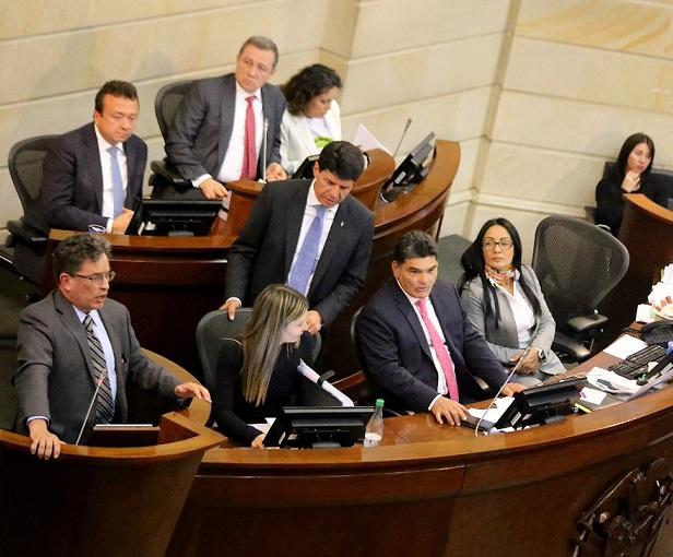 Moción de Censura contra Carrasquilla no se llevará a la Plenaria porque no reúne los requisitos de ley