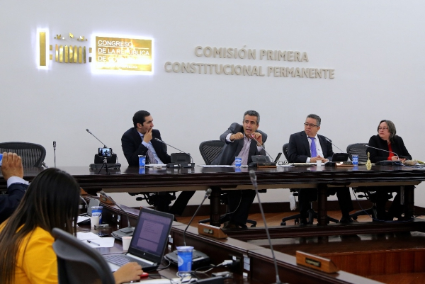 Senador Barguil y Velasco proponen amnistía para reportados en Datacrédito y Cifín siempre que cancelen sus deudas