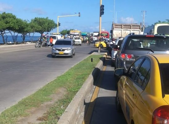 Aparatoso accidente en la glorieta de la Avenida Santander en Cartagena deja 7 personas heridas