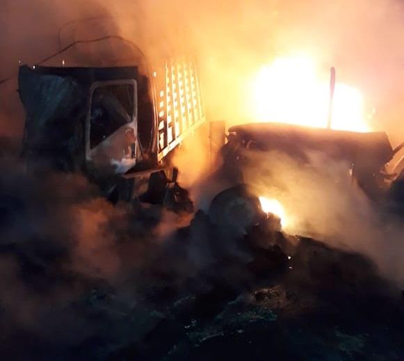 Triple choque en La Loma, Cesar, dejó una persona muerta y tres vehículos incinerados