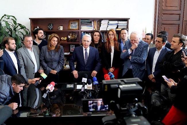 Periodistas de Noticias Uno, violan nuevamente la intimidad del Expresidente Uribe y agreden a un agente de Policía. Centro Democrático denuncia y exige respeto y ética para ejercer la labor