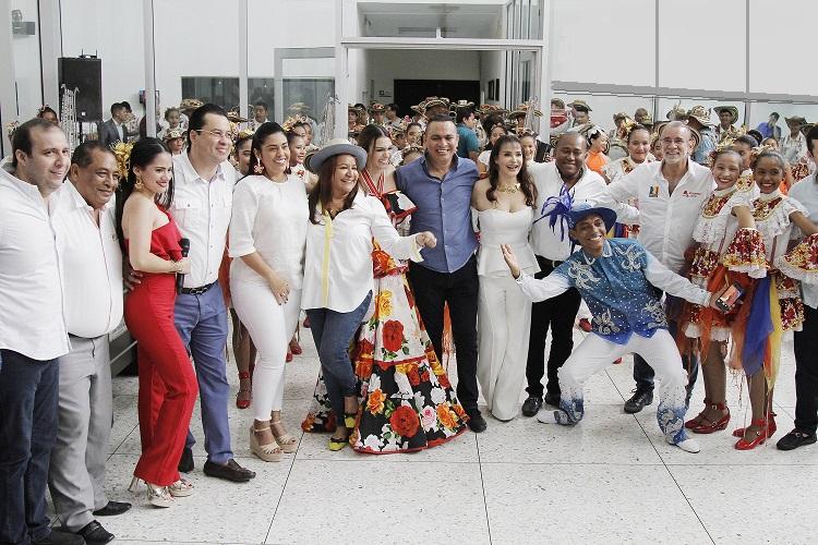 Asamblea impuso Orden de Barlovento a Carolina Segebre, reina del Carnaval de Barranquilla 2019