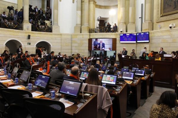 Persecución ideológica, reclamó el Fiscal: Esa es la realidad pero no me dejaré constreñir. Oposición omitió que Odebrecht llegó a Colombia por la izquierda. Robledo no dijo nada nuevo, querían era que los vieran en TV: Zabaraín