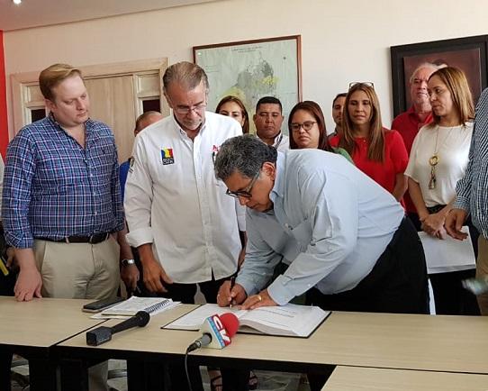 Ulahy Beltrán López, nuevo gerente del Hospital Cari, remplaza Rocío Gamarra quien se resistía a salir del cargo