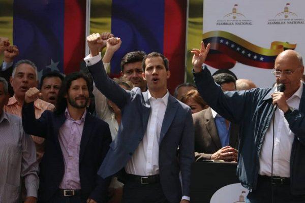 Juan Guaidó en cabildo abierto obedece mandato de la Constitución, y asume la Presidencia interina de Venezuela. Avanza la ruta contra la usurpación del poder por parte de Maduro