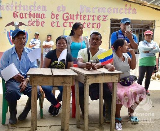 Farc y EPL se enfrentan por territorios desplazando a 76 familias indígenas y campesinas en zona rural de Corinto, Cauca