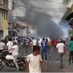 Tensa situación en Ureña, venezolanos reciben reprensión al tiempo que insisten en reclamar la ayuda humanitaria. Frontera amaneció sellada,
