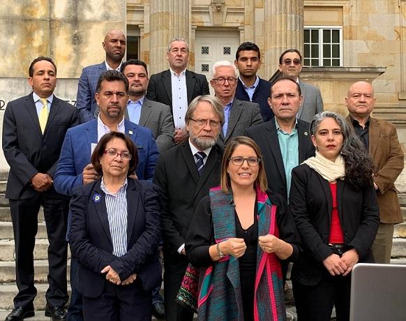 Oposición perdió la oportunidad con su primera diatriba en el derecho de réplica.