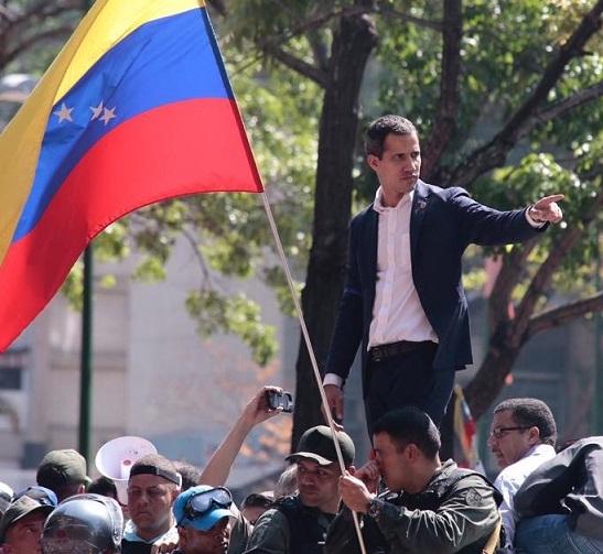 Horas cruciales para el régimen de Nicolás Maduro. Trascendental apoyo de militares venezolanos a Juan Guidó.