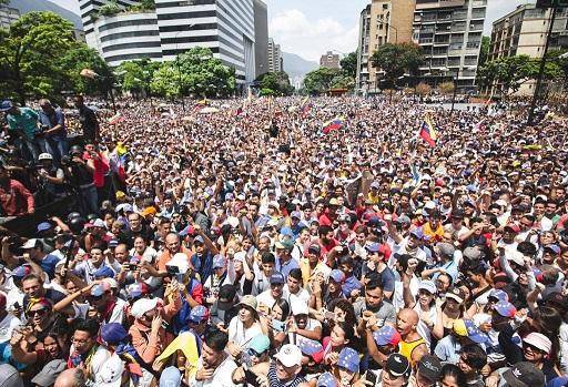 Tras el duro golpe contra Maduro este martes, venezolanos liderados por Guaidó fortalecidos con el apoyo de la FFAA protestaron en todo Venezuela este 1 de mayo