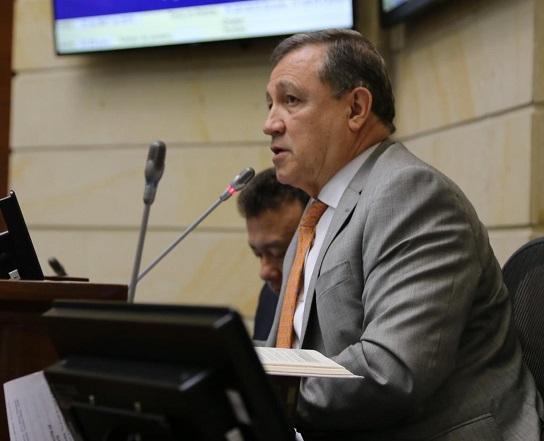 El saliente presidente del Senado Ernesto Macías, rindió un informe sobre la legislatura que presidió