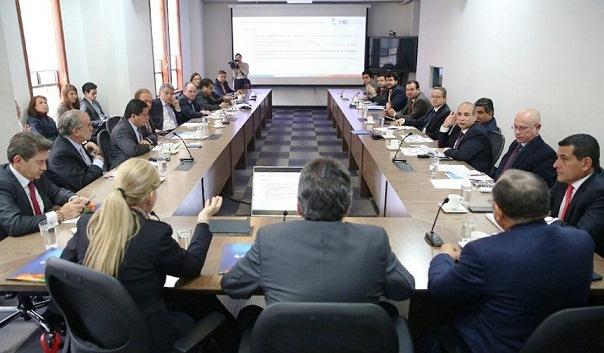 Gobernadores proponen que reforma tributaria destine 1 % del IVA al PAE