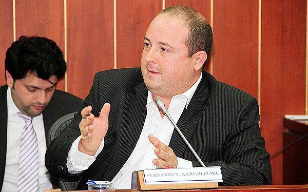Electricaribe se deberá contar con dos o tres operadores, además de resolver el pasivo pensional: senador Araújo