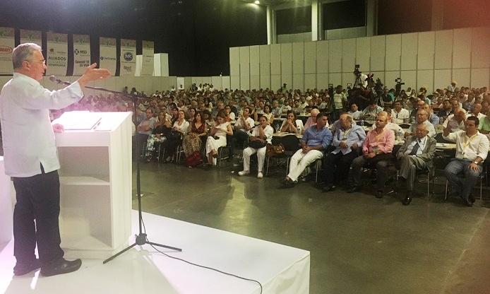 Marxismo leninismo, plataforma del gobierno de transición, el mismo que destruyó a Venezuela: Advierte Uribe a ganaderos