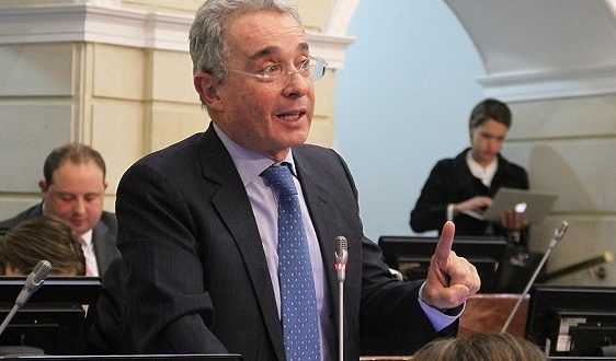 Después de conocer de caleta de explosivos, Uribe exigió sanciones drásticas a los incumplimientos de las Farc
