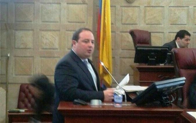 """""""La última palabra sobre la adopción en Colombia la deben tener los colombianos"""": senador Araújo"""