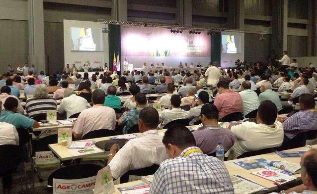 Con más de 2.000 personas concluye con éxito y profunda alarma el 35° Congreso Ganadero