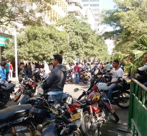 El desempleo en Colombia y Barranquilla es bajo gracias al motataxismo, los vendedores ambulantes y los que viven del rebusque.