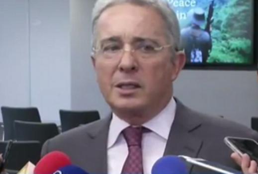 No hay miedo a la verdad lo que tenemos es la decisión de derrotar el engaño del Tribunal de las Farc: Uribe a Santos