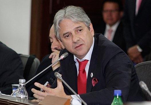 El Congreso violó la norma sobre filiación política de reemplazo del Vicepresidente: Senador Jaime Amín