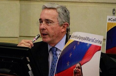 Uribe llamó a ser solidarios con la oposición venezolana e invitó a protestar también en Colombia