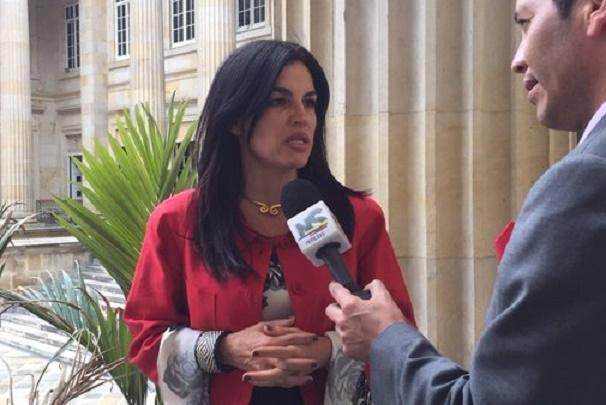 Sofía Gaviria inscribió precandidatura presidencial, rechaza el Manifiesto liberal, de apoyo irrestricto al Acuerdo Santos-Farc