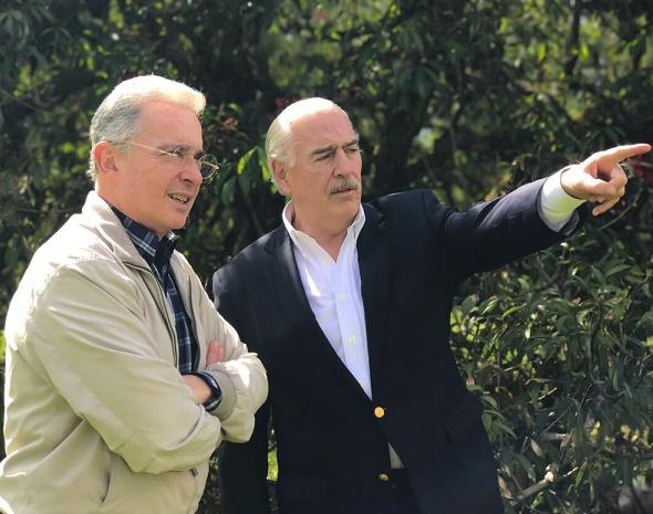 Una invitación de terceros, encuentro social: Reunión de Pastrana y Uribe con Trump