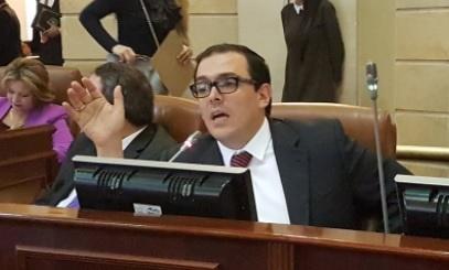 Gobierno también entregará a Farc $17 billones de regalías: Santiago Valencia