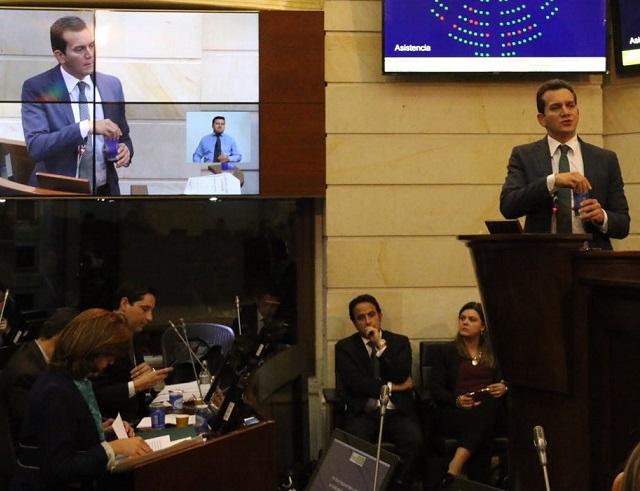 Senadores santistas sabotearon el debate a la Cancillería. Senador Ramos asegura que le miente a EEUU, en asuntos de extradición