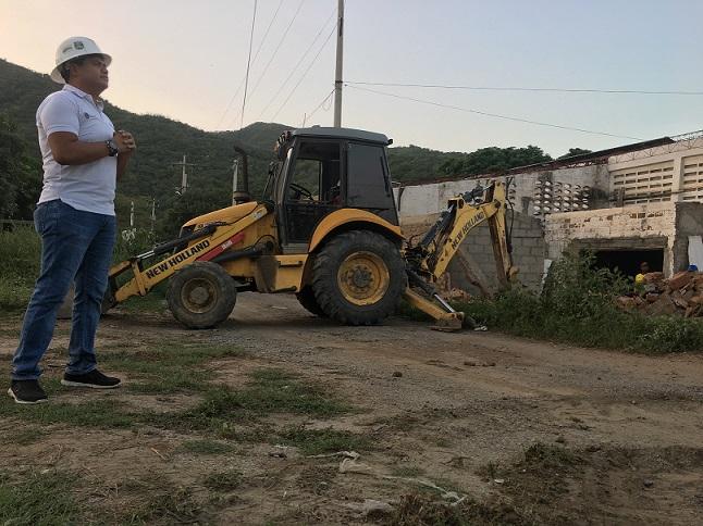 foto_comenzo-demolicion-de-bodega-que-obstaculizaba-la-terminacion-de-la-doble-calzada-cienaga-santa-marta-2