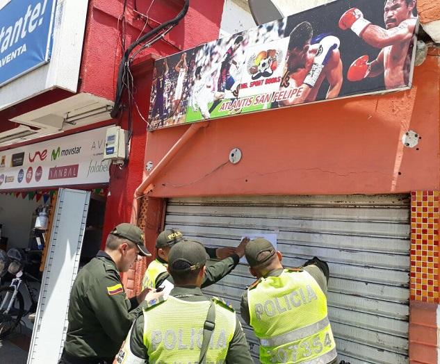 Policía Fiscal Aduanera en operativos cerró varios establecimientos comerciales ilegales en Barranquilla