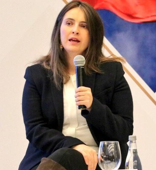 Salarios de los maestros debería subir de acuerdo al resultado en la calidad de la Educación pero desde los Estudiantes: Paloma Valencia
