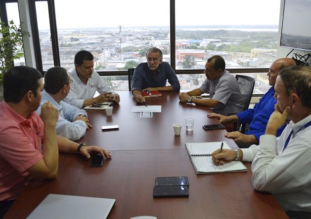 reunion-de-miembros-de-la-junta-directiva-del-cari-con-el-gobernador-eduardo-verano-1