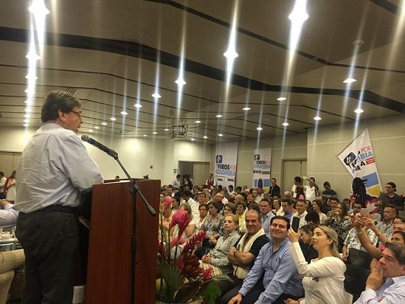 Tenemos que construir una política pública en materia de turismo: Carlos Holmes Trujillo