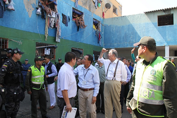 Hacinamiento de presos provocado por Santos, y violación de sus DDHH durante 8 años, empezarían a remediarse con plan de choque de 20 mil nuevos cupos carcelarios