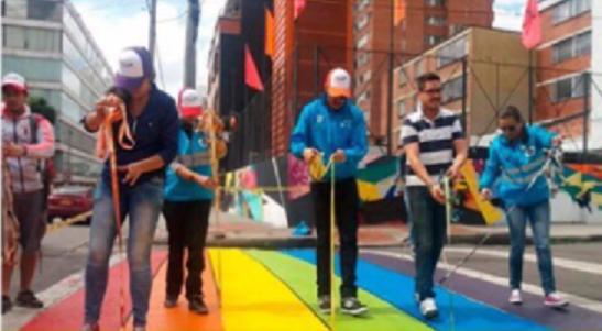 Peñalosa pretendía pintar cebras Lgtbi en Bogotá, violando los derechos de todos y la norma. Concejal Ramírez lo entuteló