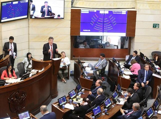 Con recortes a las regiones necesitadas por $235.5 billones fue aprobado el Presupuesto para 2018