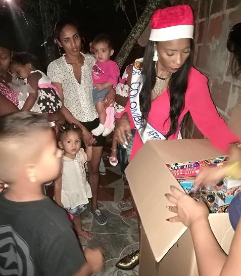 Señora Colombia Afrodescendiente, Diana Carrasquilla, entregó regalos a los niños del suroccidente de Barranquilla