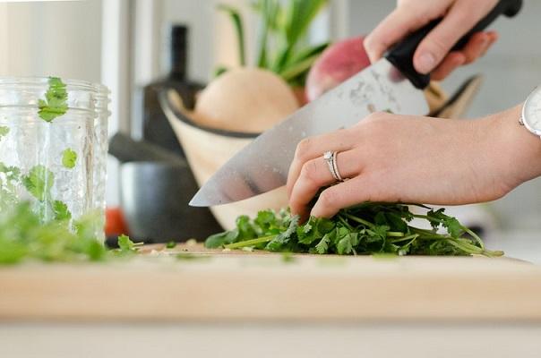 Sigue estas recomendaciones de alimentación para mejorar la salud capilar