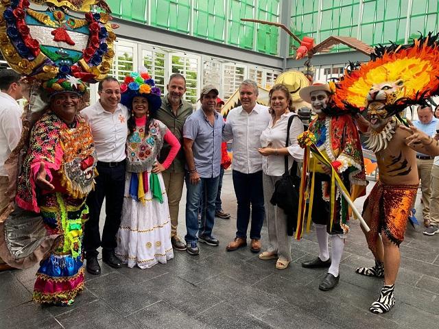 Duque feliz con carnavaleros inaugura en Barranquilla dos sedes del Sena para lo que él llama la Economía Naranja