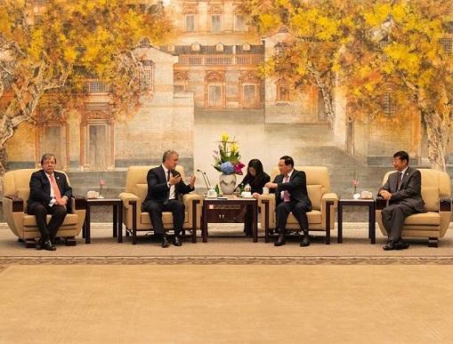 Duque en la China busca aumentar las exportaciones de café, banano, aguacate, flores y carne