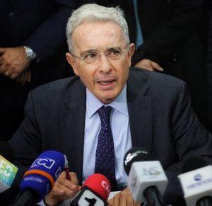 Uribe se defiende de las acusaciones por los más de supuestos 6 mil falsos positivos que le pretenden adjudicar
