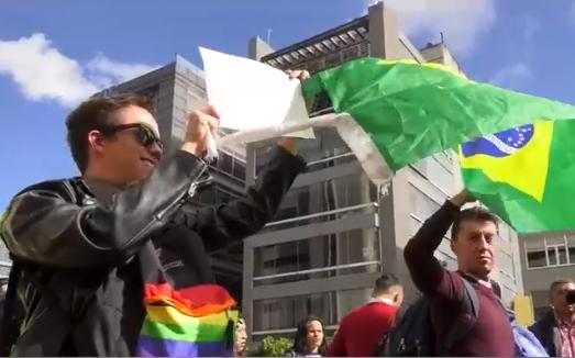 Mas parecia otra protesta de Homosexuales, lesbianas y feminazis que un clamor por la Amazonía, mientras callan el atentado criminal de Evo Morales en Bolivia